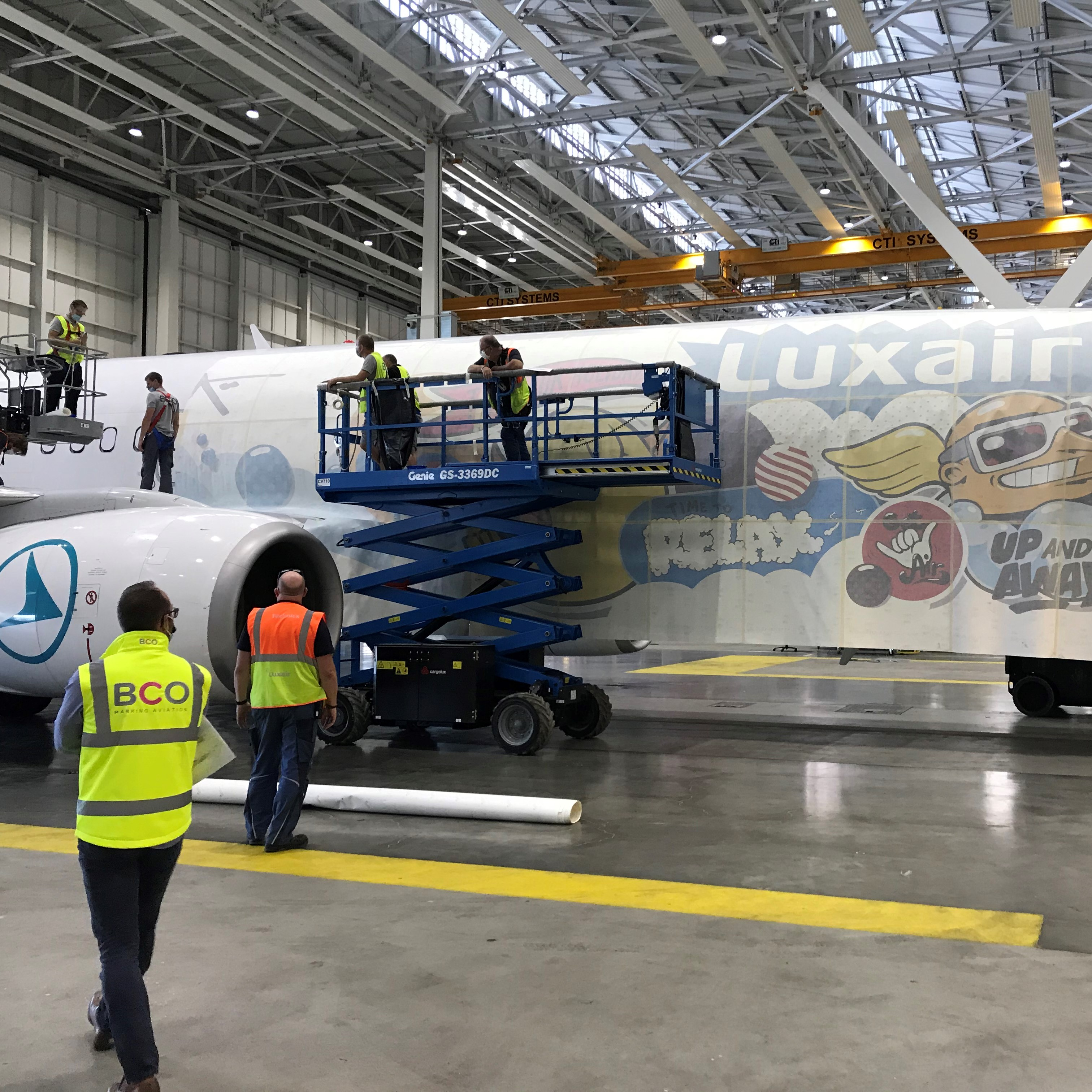 "Illustration of: BCO Aviation has installed ""SUMO"" livery on one Luxair's B737 (LX-LGU)"